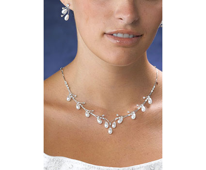 JL10010-pearl-drop-necklace-and-earring-set